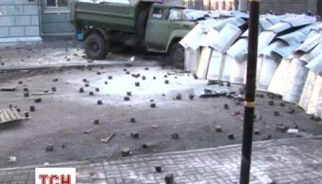 В столкновениях в правительственном квартале погибли уже два человека
