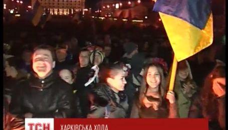 Многотысячная толпа собралась на Харьковском Майдане