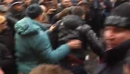Знущання над полоненими євромайданівцями в Харкові