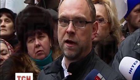 Тимошенко попросила полегшити їй умови відбування покарання