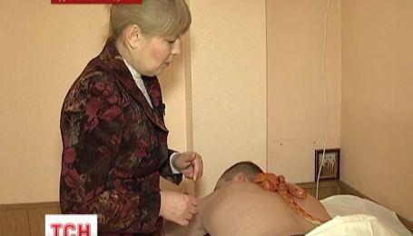 В Кривом Роге предлагают экстремальный массаж змеями
