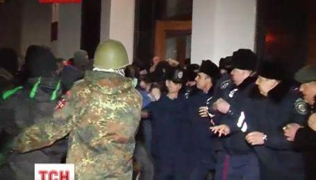 На Заході Україні почали захоплювати ОДА
