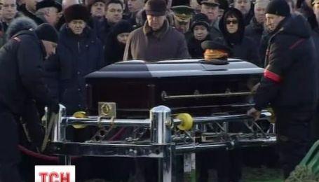 Выдающегося Калашникова похоронили на военном кладбище близ Москвы
