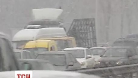 Снегопад в Киеве увеличил количество ДТП на дорогах