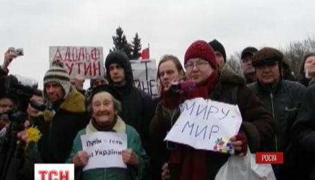 Петербуржці вийшли на Марсове поле, протестуючи проти імовірної війни з Україною