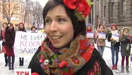 Украинские девушки обратились к правоохранителям с просьбой любить, а не бить