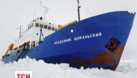 Застрявшие в антарктических льдах ледоколы сами начали выходить из своего плена