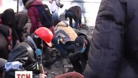 Сутички у центрі Києва стають все запеклішими