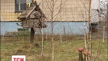В столице житель дома создал музей под открытым небом
