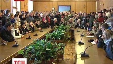 У Львові активісти захопили приміщення облдержадміністрації