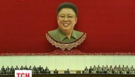 Північні корейці масово відзначили другу річницю смерті Кім Чен Іра