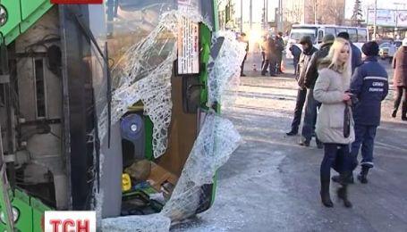 В больницах Луганска находятся под наблюдением врачей пострадавшие в аварии автобуса