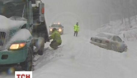 Из-за снегопадов в США отменены тысячи авиарейсов, миллионы людей остаются без электричества