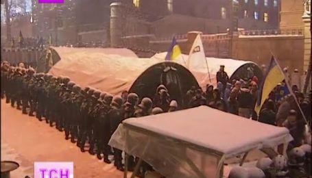 На Майдане продолжается временно спокойная обстановка