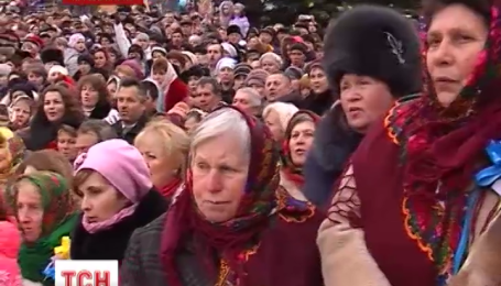 Пять тысяч колядников спели рождественскую колядку в прикарпатской Долине