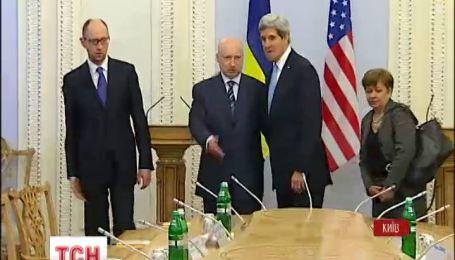 Джон Керри прибыл в Киев