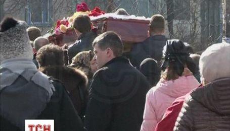 В Києві почали ховати жертв Майдану