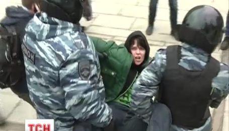 В Росії тиснуть на українців за засудження вторгнення Путіна в Україну
