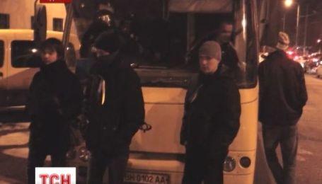 Из Одессы, в поддержку власти и спецназовцев, выехали 4 автобуса с людьми