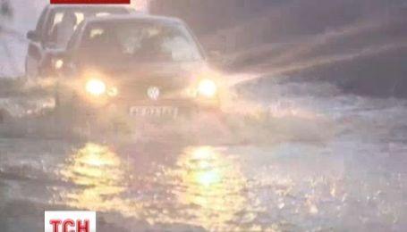 Потужна злива зруйнувала святкові плани британців