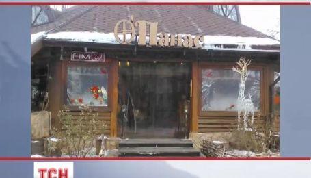 У центрі Києва невідомі розбили вітрини двох ресторанів