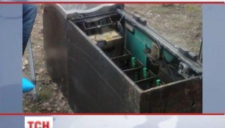 """У Києві невідомі за хвилину викрали і """"випатрали"""" банкомат"""