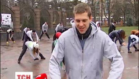 Киевляне вышли на улицу сбрасывать лишние килограммы