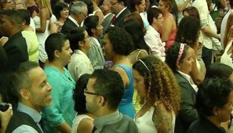 В Рио-де-Жанейро состоялась масштабная массовая гей-свадьба