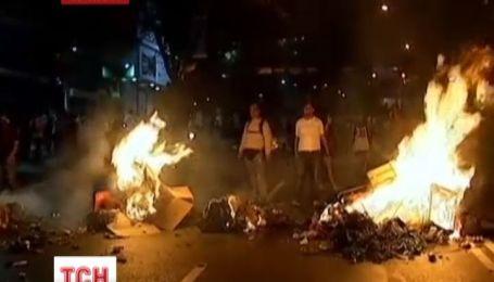 В Венесуэле против митингующих применили водометы и слезоточивый газ