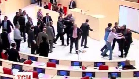 Депутаты подрались в зале заседаний парламента Грузии