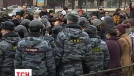 У Москві влада арештовує мітингарів, які виступають проти війни