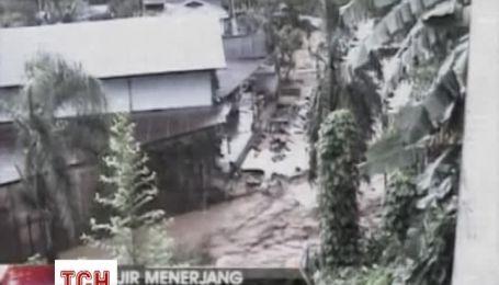 В Индонезии десятки человек погибли от наводнения