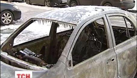 За добу у Києві повністю згоріло 20 автомобілів