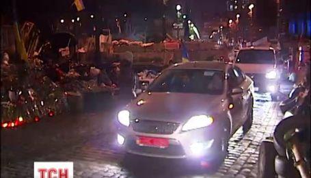 """Активисты устроили автопробег в честь """"Небесной сотни"""""""