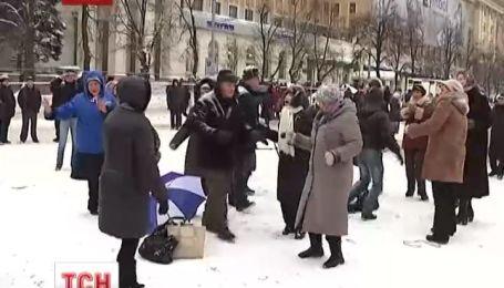 В Харькове состоялось собрание с танцами против активистов и евромайданцев