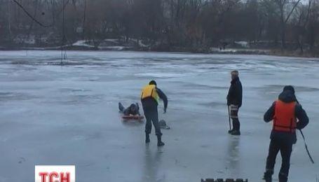 Мужчину, провалившегося под лед, спасли в Сумах
