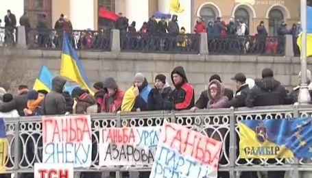 На Майдане началось «Народное вече»