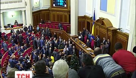 Опозиціонери вимагають реакції парламенту на дії силовиків