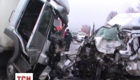 Через аварію на трасі Київ-Чоп загинули четверо людей