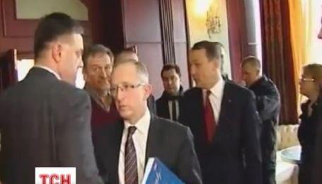 Сикорский угрожал оппозиции смертью и военным положением