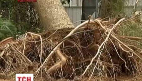 """Мощный тропический циклон """"Кристин"""" налетел на западное побережье Австралии"""