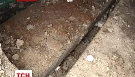 На Луганщине железобетонная плита раздавила подростка на глазах его товарищей