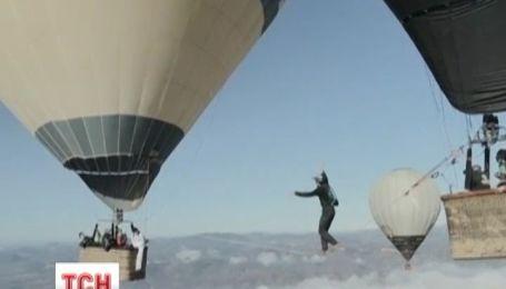 Французькі екстремали пройшлися по канату на висоті в 3 тисячі метрів