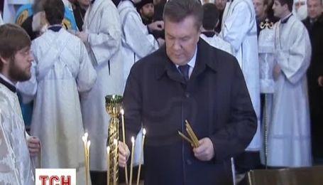 Янукович сьогодні взяв участь у молебні за Україну у Києво-Печерській Лаврі