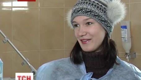 Миколаївська жертва жорстокого побиття купила лікарні медичне обладнання