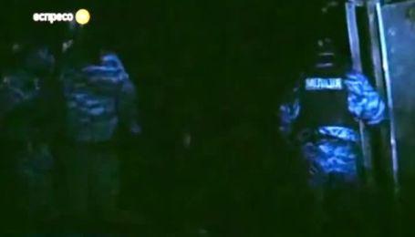 """Появилось видео избиения """"Беркутом"""" демонстранта на колоннаде стадиона """"Динамо"""""""