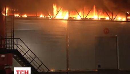 В Киеве загорелся один из крупнейших рынков