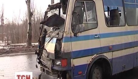 ДТП с Lanos спровоцировало аварию маршрутки на Донетчине