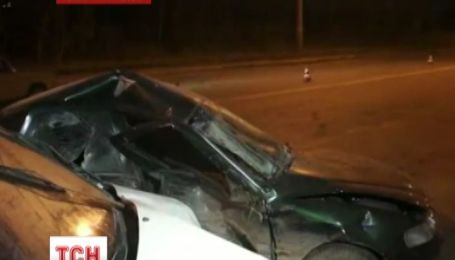 Милиционер протаранил авто с ребенком на встречной полосе
