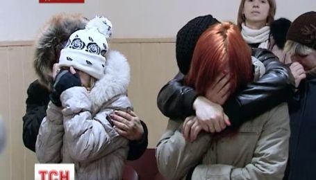 За издевательство над школьницей две девушки получили три года исправительной колонии